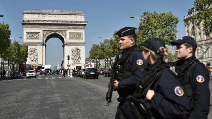 Photo of El miedo se apodera del país tras el ataque en París