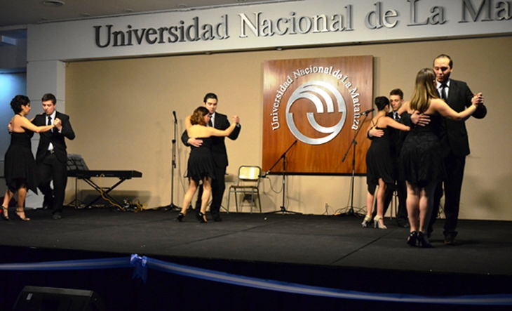 Photo of Dos x cuatro : La noche del viernes está reservada para bailar el tango