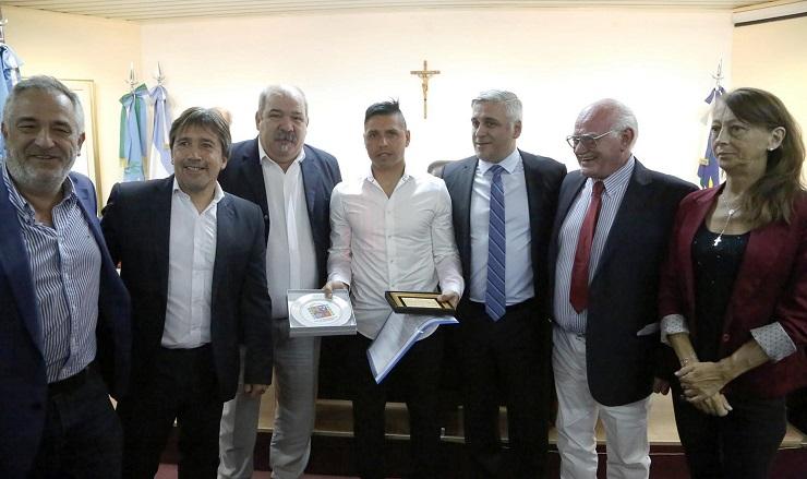 """Photo of Distinción a Cristian """"Gomito"""" Gómez y a Ignacio Copani"""