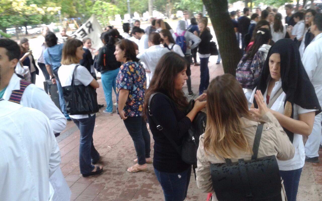 Photo of Marcha de médicos contra reforma para cambiar el régimen de residentes