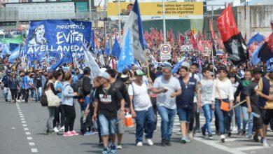Photo of Tras liberar el Puente Pueyrredón, manifestantes marchan a Plaza de Mayo
