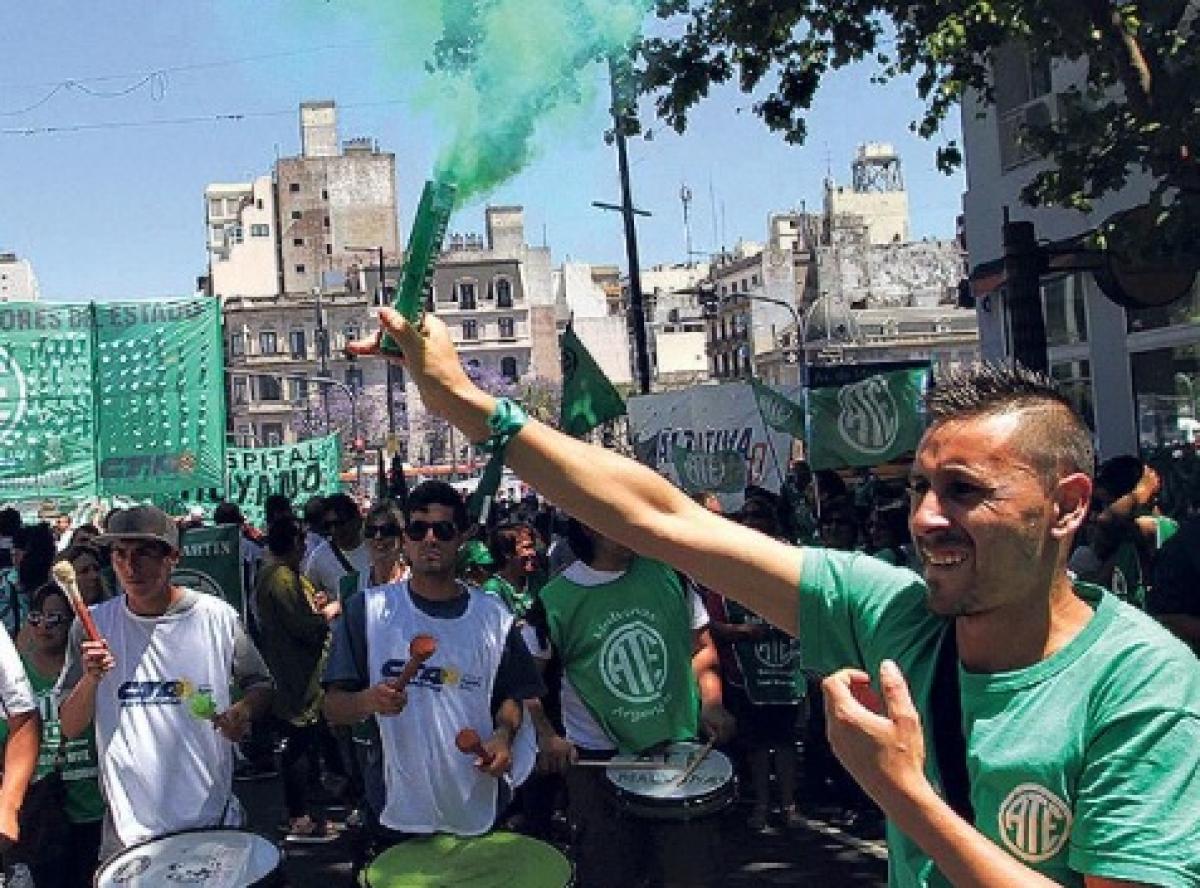 La Plata: Movilizan a la Municipalidad en rechazo de despidos masivos