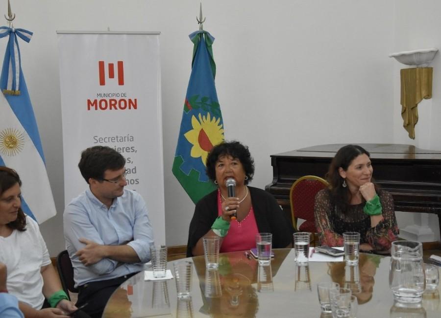 El intendente de Morón y su gabinete participaron de una capacitación sobre género con Dora Barrancos y Mónica Macha