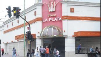 Conmoción en La Plata: mujer murió mientras jugaba al tragamonedas en el Bingo