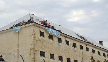 Photo of Motín en Villa Devoto: «No queremos morir en la cárcel»