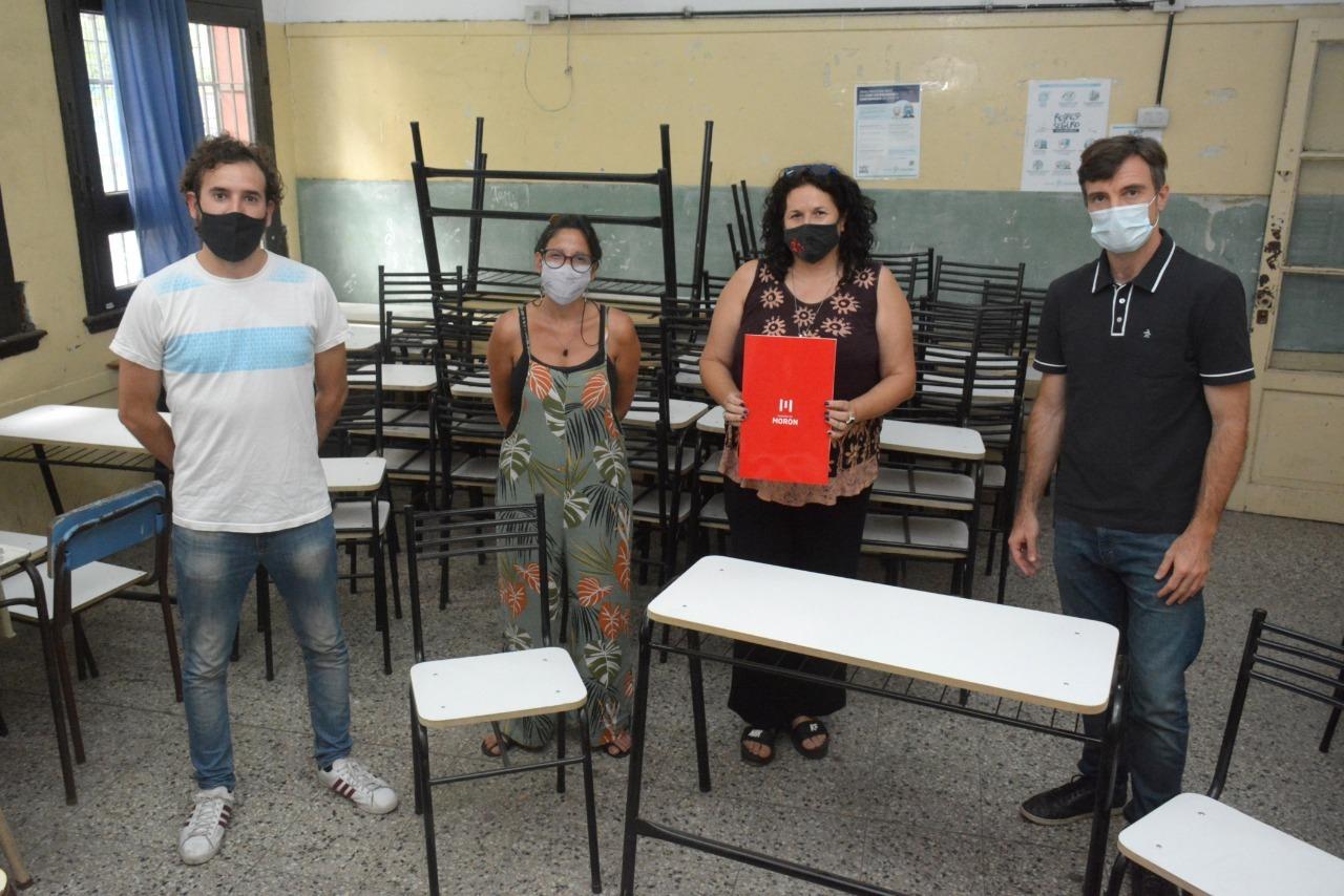 El municipio comenzó con la entrega de mobiliario para las escuelas de Morón